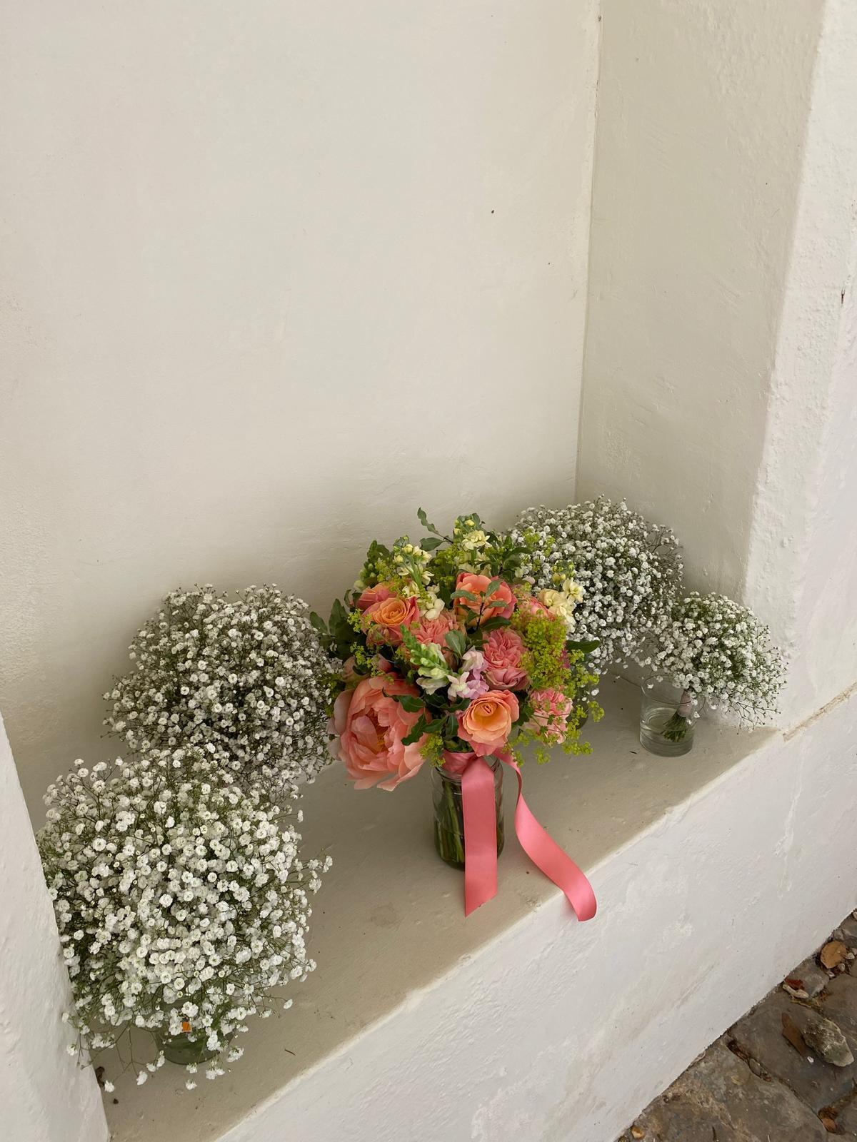 Bride and bridesmaids wedding flowers